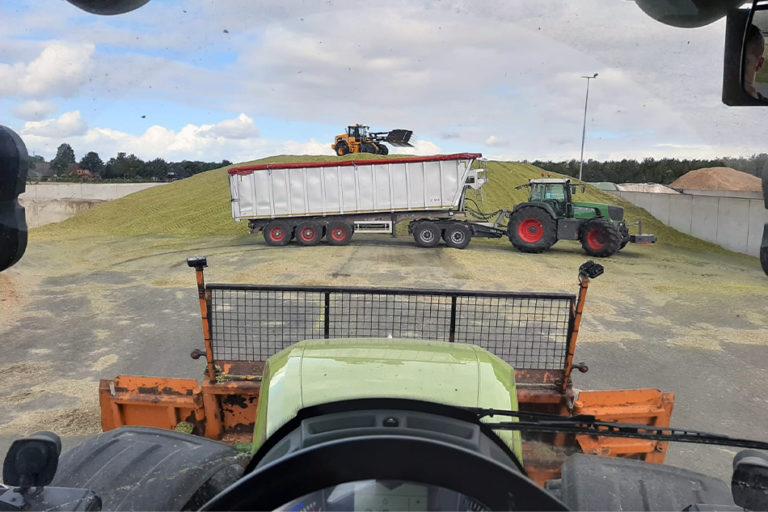 Maistransportwagen von Agrarservice Meyer